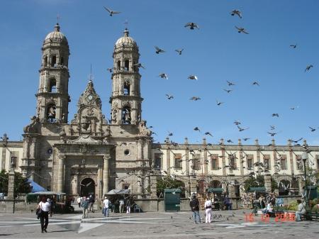 Basilica_de_Zapopan_atrio